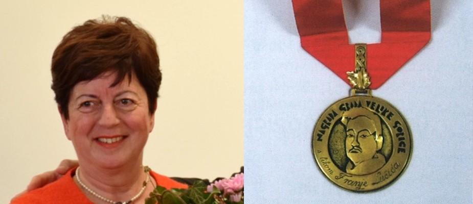 Ravnateljica Gradske knjižnice Velika Gorica Katja Matković Mikulčić nagrađena Nagradom Grada Velike Gorice s likom Franje pl. Lučića