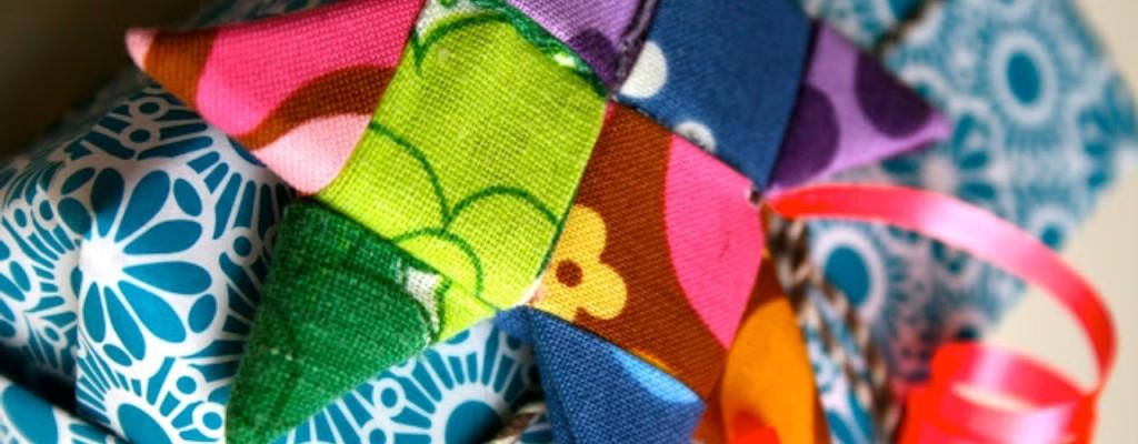 Treti/Četrti četrtek – Radionice razmjene vještina – Reciklirani božićni ukrasi od tkanine